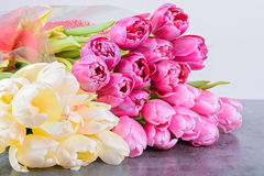 Tulips bouquets on the table Royalty Free Stock Photos