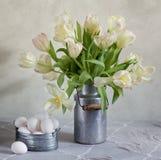 Tulips e ovos Fotos de Stock Royalty Free