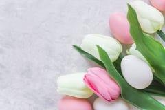 Tulips e ovos de easter Fotografia de Stock Royalty Free