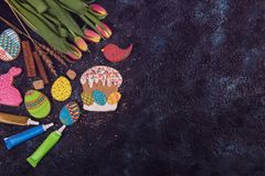 Tulips and gingerbread cookies Stock Photos