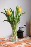 Tulips na tabela de cozinha Imagem de Stock Royalty Free