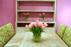 Tulips no interior Fotos de Stock Royalty Free