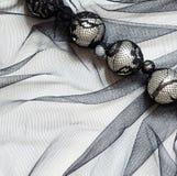 Tulle nera con le perle fotografie stock libere da diritti