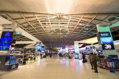 Tullfritt shoppa område på Suvarnabhumi Royaltyfri Foto