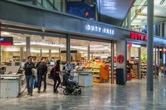 Tullfritt shoppa på Oslo Gardermoen den internationella flygplatsen Fotografering för Bildbyråer
