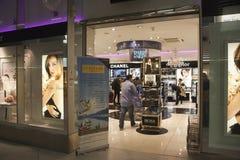 Tullfritt shoppa zonen på Charles de Gaulle Royaltyfri Fotografi