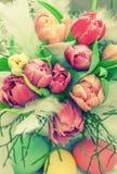 Tulpanblommor och easter ägg Blom- ordning Arkivbilder