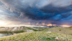 Tulpar Kul湖看法在风暴期间的吉尔吉斯斯坦 免版税库存照片