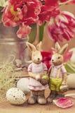 Tulpeblumen und -kaninchen stockfoto