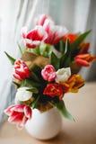 Tulpen in einem Glas Lizenzfreies Stockfoto