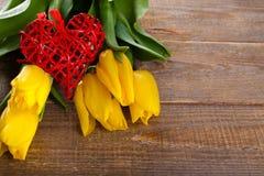 Tulpen mit Herzen Stockbilder