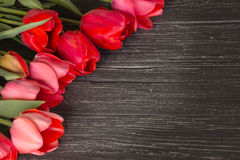 Tulpen op houten achtergrond Stock Fotografie