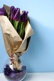Tulpen purpurrot stockbild