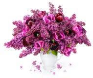 Tulpen und lila Blumenstrauß Stockfotografie