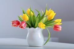 Tulpen in vaas Royalty-vrije Stock Foto