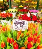 Tulpen voor verkoop in Wroclaw stock fotografie