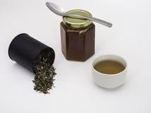 Tulse con Honey Jar y la taza de té Fotografía de archivo