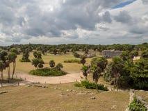 Tulum, Мексика, Южная Америка: [Руины Tulum старого майяского города, туристского назначения, карибского моря, залива, пляжа] стоковое фото