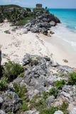 Tulum破庙和海滩尤加坦墨西哥 免版税库存图片