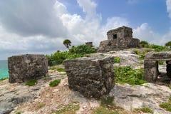 Tulum fördärvar av kollekter och gud av den mayan templet för vindar Arkivbilder