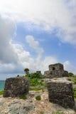 Tulum fördärvar av kollekter och gud av den mayan templet för vindar Arkivbild