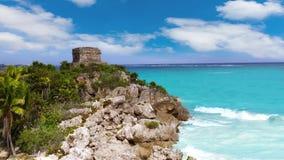 Tulum fördärvar i det karibiska havet på Mayan Riviera lager videofilmer