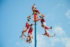 Tulum, México 22 de novembro de 2010 Dança maia tradicional no parque temático do Xel-ha, na península do Iucatão em México fotos de stock royalty free