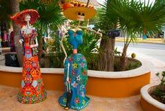 Tulum, Quintana Roo, Μεξικό: Τα αγάλματα της θεάς του θανάτου Catrina στην είσοδο στο αναμνηστικό ψωνίζουν Ο κύριος χαρακτήρας το Στοκ φωτογραφία με δικαίωμα ελεύθερης χρήσης