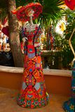 Tulum, Quintana Roo, Mexique : Statues de la déesse de la mort Catrina à l'entrée à la boutique de souvenirs Le caractère princip image stock