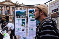 TULUZA FRANCJA, PAŹDZIERNIK, - 29,2017: Aktywiści przeciwstawia ponownie otwierać Salau wolframu kopalnia w Francja obrazy stock