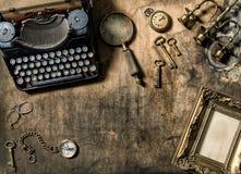 Tum di legno della macchina da scrivere della struttura dei vecchi accessori dorati d'annata dell'ufficio Fotografie Stock