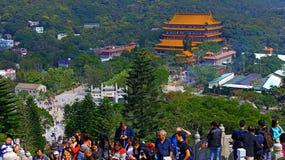 Tłum ludzie przy tian dębnym dużym Buddha, Hong kong Fotografia Royalty Free