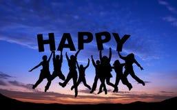 Tłum przyjaciele skacze z SZCZĘŚLIWYM na niebieskim niebie Zdjęcia Royalty Free