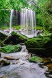 Tum Så-eller vattenfall Fotografering för Bildbyråer