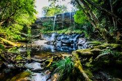 Tum Så-eller vattenfall, Tham så Nuea vattenfall, flödande vatten som är fal Fotografering för Bildbyråer