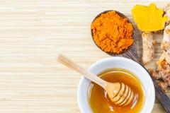 Tumaric en honing voor huidzorg stock fotografie