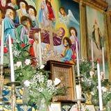 Tumba de Jerusalén de las velas y de los iconos 2012 de la Virgen Foto de archivo