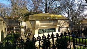 La Fontaine. Tumba de la Fontaine, cementerio de ParísrnParís cemetery stock image