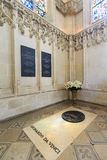 Tumba de Leonardo Da Vinci en el ` Amboise del castillo francés d fotografía de archivo