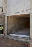 Tumba de mármol vacía - muerte, mortalidad Foto de archivo libre de regalías