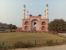 Tumba del emperador Akbar Sikandara Agra de Mughal foto de archivo