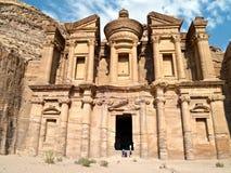 Tumba del monasterio - Petra, Jordania Imágenes de archivo libres de regalías