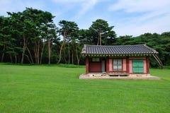 Tumba real de la dinastía de Joseon, Corea Foto de archivo