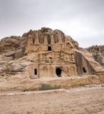 Tumba y Triclinium del obelisco en el parque arqueológico del Petra imagen de archivo libre de regalías