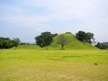 Tumbas de los túmulos en Gyeongju, Corea del Sur Imágenes de archivo libres de regalías
