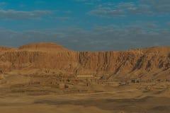 Tumbas en el valle de las reinas y el complejo del al-Bahari de Deir imagen de archivo
