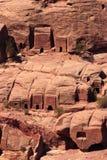 Tumbas en la ladera en el Petra Imagen de archivo
