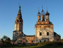 Tumbledown orthodoxe Kirche Stockfotos