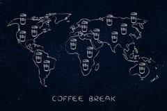 Tumblers кофе на всем карта мира Стоковая Фотография