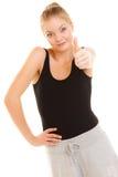 Tumme för konditionsportkvinna upp teckenhandgest Royaltyfri Fotografi